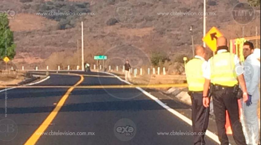 Localizan dos personas fallecidas a la orilla de la carretea Morelia-Capula