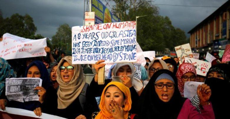 Comienza el juicio de ocho hombres por violación y asesinato de una niña en la India