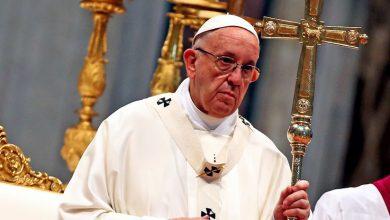 El papa Francisco reparte helados entre los pobres en la celebración del día de su santo