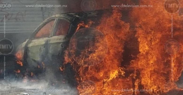 Morelia: Chocan vehículo robado y se incendia