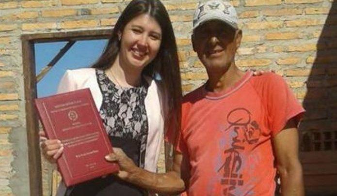 VIDEO: Emotivo momento en que albañil recibe una sorpresa de su hija graduada