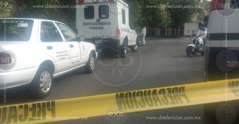 Choque de moto y auto deja una mujer muerta y un herido