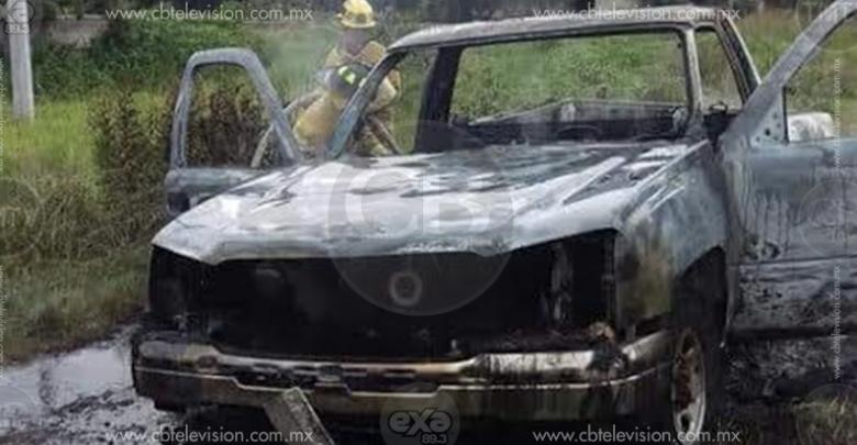 Camioneta se incendia en la carretera Zinapécuaro-Acámbaro