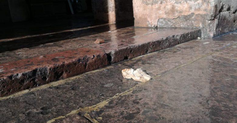 Locatarios indignados por desechos fisiológicos en portal Hidalgo