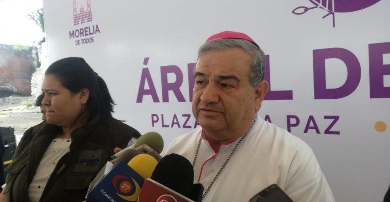El que AMLO haga consultas ciudadanas es símbolo de esperanza: Arzobispo de Morelia