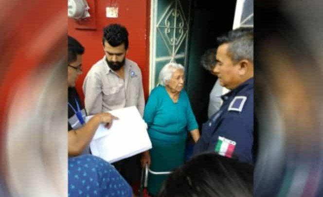Desalojan a anciana en Veracruz por orden de su hijo y su nieta