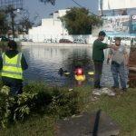 Camioneta cae a lago artificial cerca del Boulevard Juan Pablo II en Morelia
