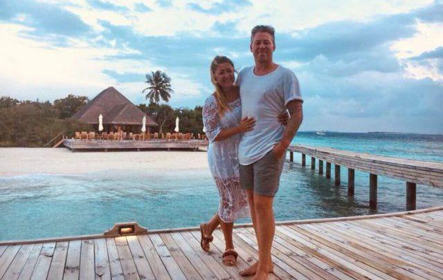 Se emborrachan en su luna de miel y terminan comprando un hotel