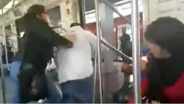 """""""Te bajas o te bajo"""": Joven avienta a ciego que se metió al vagón de mujeres en México"""