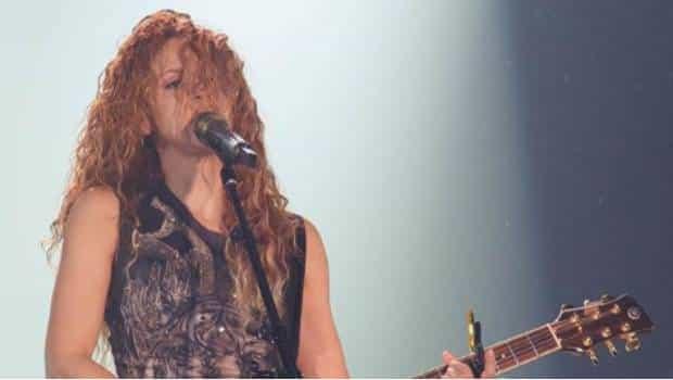 Critican a Shakira por saludar en inglés a fans mexicanos