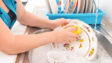 Lavar los trastes ayuda a alargar la vida; estudio