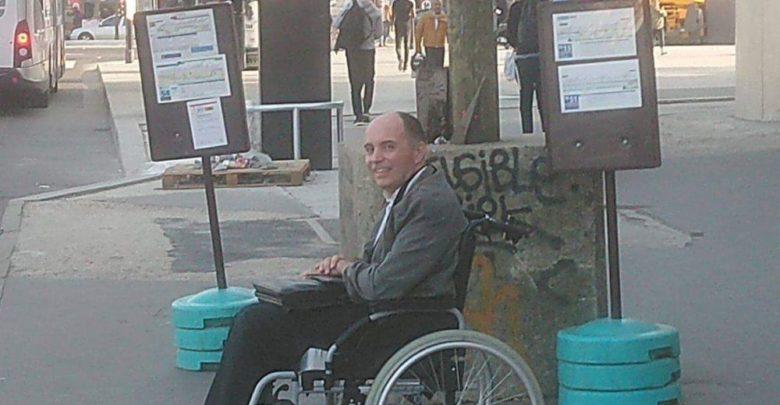 Conductor de autobús hace bajar a todos los pasajeros por no ayudar a un hombre en silla de ruedas a subir