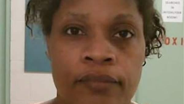 Abuela apuñala y quema en un horno a su nieta de 20 meses