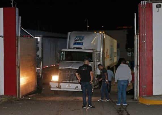 Faltan por identificar y enterrar 216 cuerpos de tráiler en Jalisco