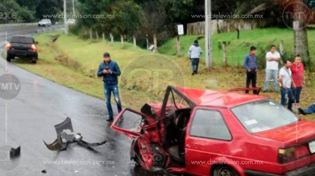 Reportan fuera de peligro a los dos lesionados en choque de autos de Zacán