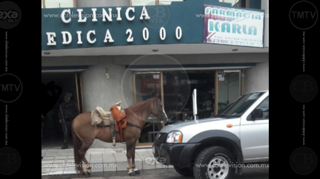 Chofer de la camioneta queda herido al ser baleado en Apatzingán