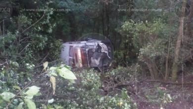 Vuelcan dos vehículos en la Región Oriente de Michoacán; no hay heridos