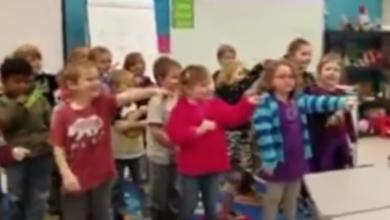 """VIRAL: Niños le cantan """"Feliz cumpleaños"""" con señas a su conserje sordo"""