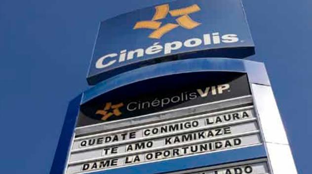 Ruega a su ex otra oportunidad con mensaje en cartelera de Cinépolis