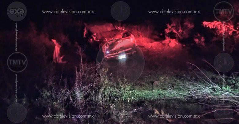 Muere adolescente en volcadura de camioneta sobre la carretera Morelia-Teremendo