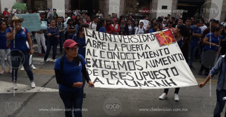 Marcha CUL a Congreso del Estado para exigir aumento presupuestal a la UMSNH
