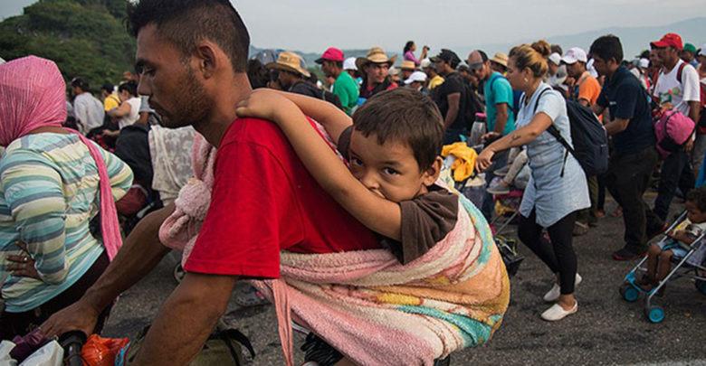 """""""¡Nuestras Fuerzas Armadas los están esperando!"""": Trump a migrantes"""