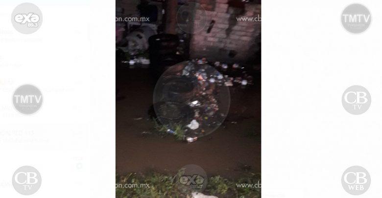 Se desborda canal de riego en La Encarnación, hay varias viviendas afectadas