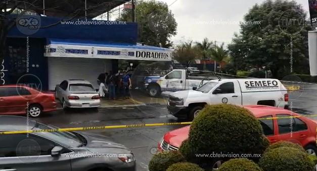Ejecutan a dos personas en un establecimiento de comida en Uruapan