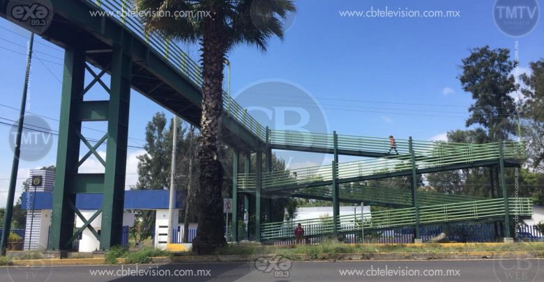 Preocupa seguridad por falta de iluminación en puente peatonal del CBTis