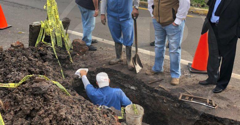 Supervisa SCT afectación de la carpeta sobre pozo de visita de la calle Baltazar Echave