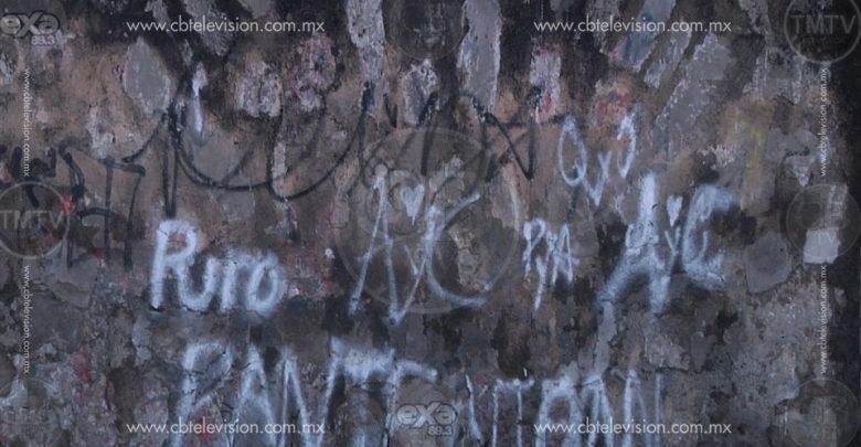 Grafitti vandalico en el Panteón de Morelia preocupa a los vecinos