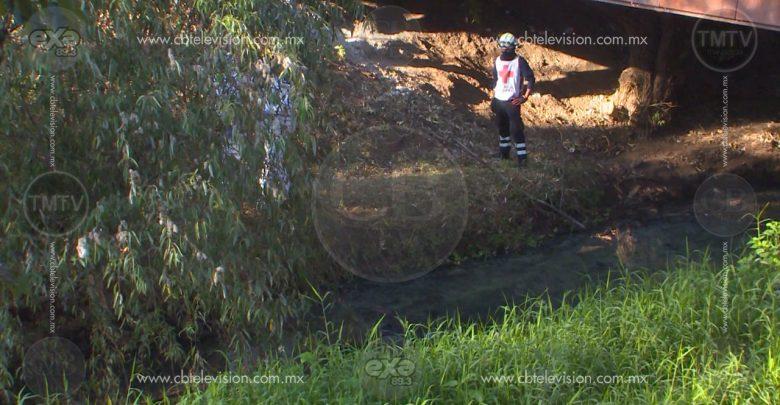 Choca su auto y termina ahogado al fondo de un río