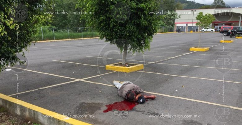 Hombre es asesinado a balazos en estacionamiento de Soriana