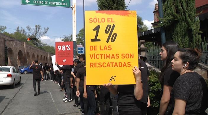 Con marcha, condenan esclavitud en México