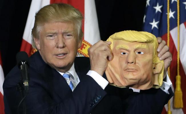 Encuentran a gemelo de Donald Trump en gasolinera