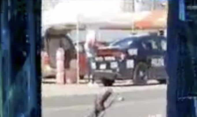 Captan a policías comprando gasolina de huachicol