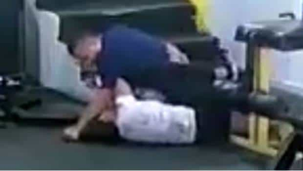 Hombre golpea brutalmente a su ex por negarse a volver con él