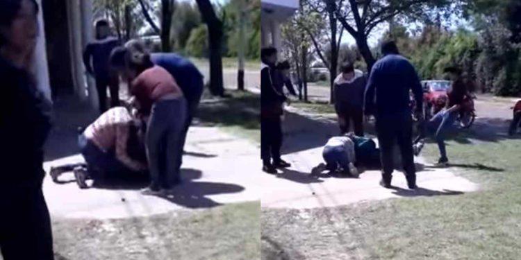 VIDEO: Dos mamás pelean a golpes a la entrada de un jardín de niños tras discutir en Facebook