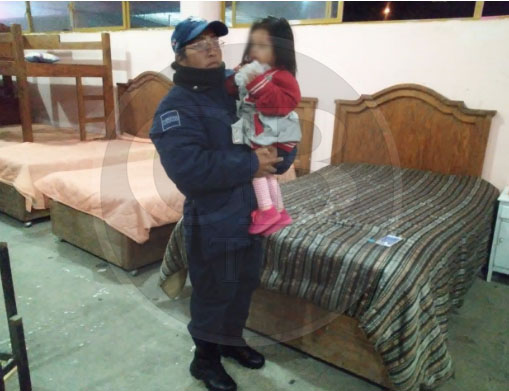 Abandonan a niña de dos años en hotel de Zitácuaro