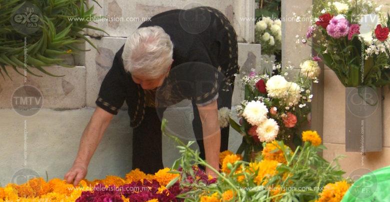 Alistan Morelianos arreglos para Día de Muertos en Panteón Municipal