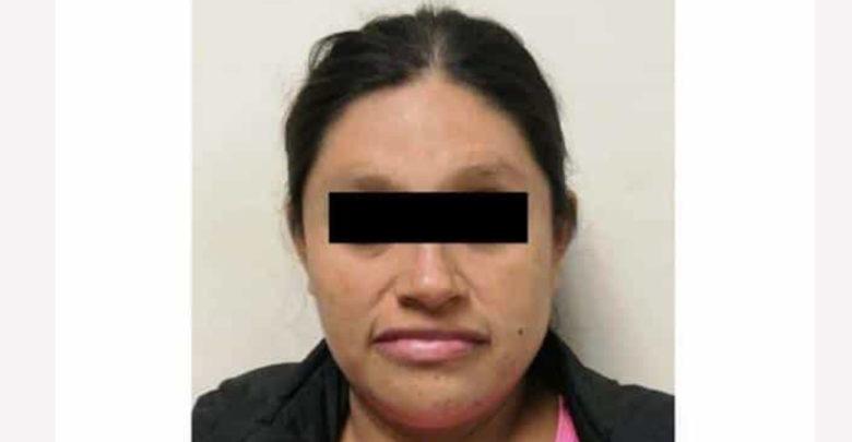 Arrestan a mujer que tiró a su bebé a un bote de basura