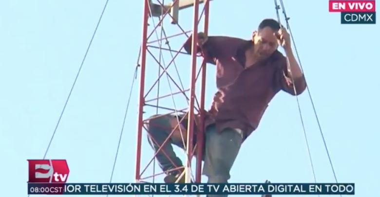 VIDEO: Intenta quitarse la vida desde una antena en el Centro Histórico de la CDMX