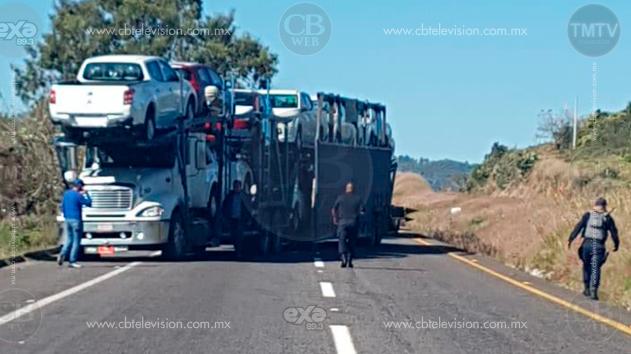 Normalistas liberan carretera tras diálogo con la policía