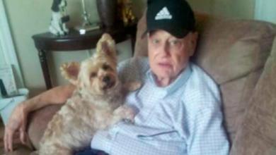 Subió a su padre con Alzheimer a un avión para deshacerse de él