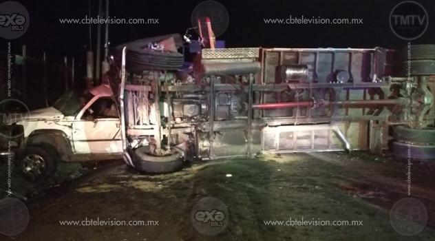 Una muerta y 6 heridos en choque de camioneta contra un torton