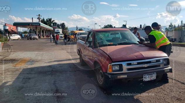 Hombre de la tercera edad muere al caer de la batea de una camioneta