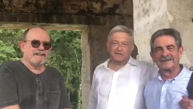 """VIDEO: Previo a asumir presidencia, AMLO """"carga energía"""" en Palenque"""