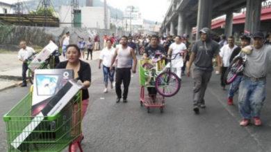 Comunidad mexicana detiene a ladrones y devuelve a Bodega Aurrera la mercancía robada