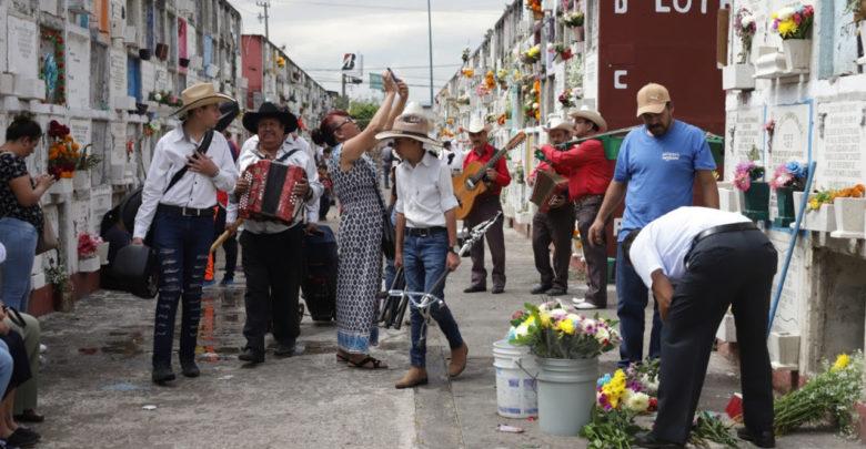 """Con gran orden se llevan a cabo las actividades de """"Noche de Muertos"""" en Panteón Municipal"""
