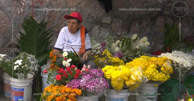 Escasa venta denuncian comerciantes de flores en Panteón Municipal de Morelia